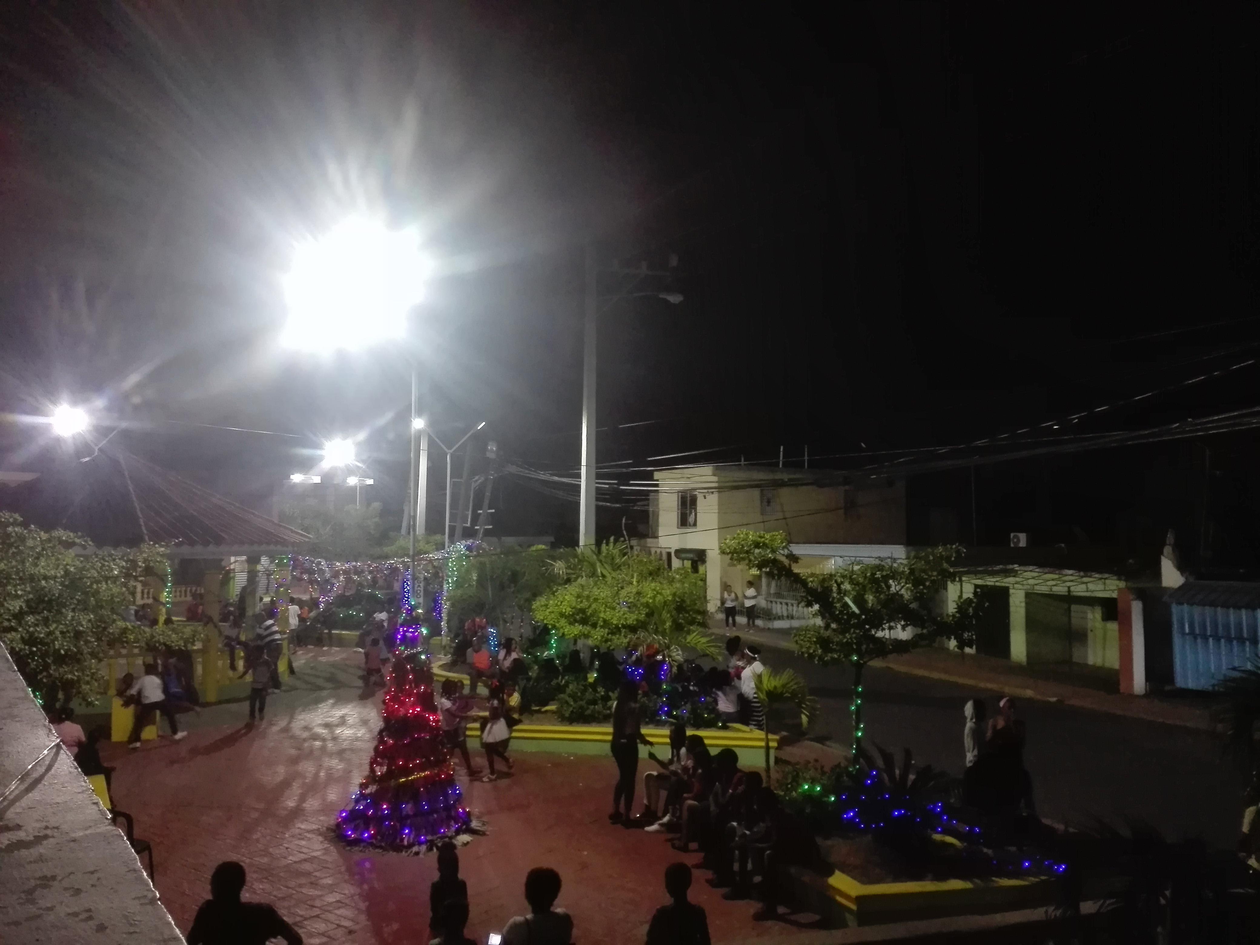 Encendido de las Luces Navideñas en el parque de Juan Barón